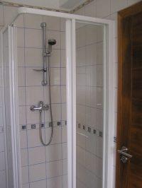 Geräumiger Duschraum